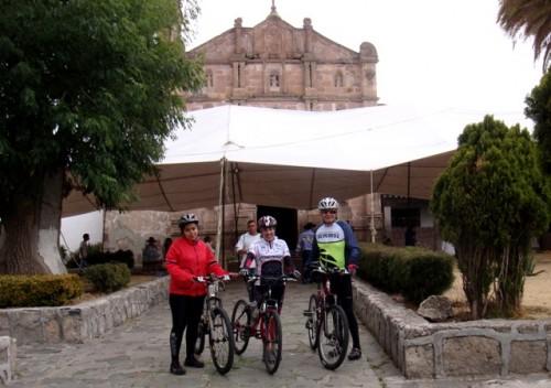 Ciclismo en Aculco Pueblo Mágico. Altrio de la Parroquia de San Jerónimo Aculco