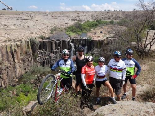 Ciclistas de la Cd. de México en la Cascada la Concepción