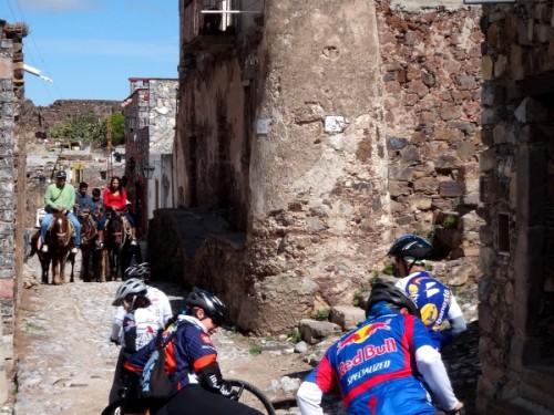 Encuentro de turistas a caballo y en bicicleta, Real de Catorce SLP