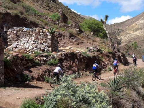 Ciclistas rumbo al Cerro el Quemado