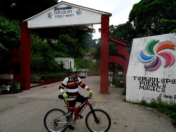 Cicloturista en Tapijulapa Estado de Tabasco, dic. 2017