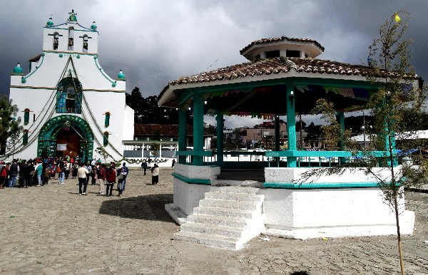 kiosco, plaza  e Iglesia de San Juan Chamula. Cicloturismo 2017