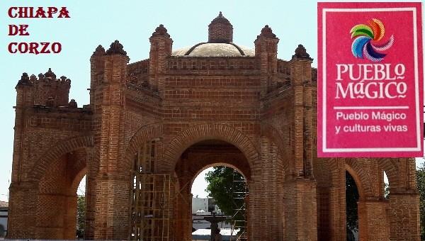 Chiapa de Corzo, pueblo mágico y culturas vivas. Monumento La Pila, su fuente de agua , construccón mudejar estilo morisco, hecha de ladrillos, representa la corona española. en reparación actual