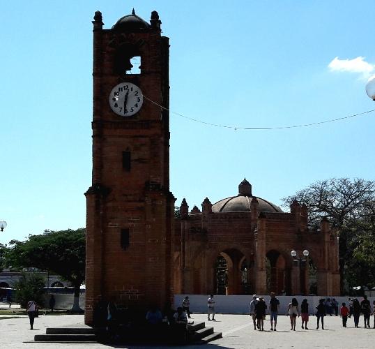 Plaza de Armas Chiapa de Corzo, Torre del Reloy y conjunto monumental La Pila