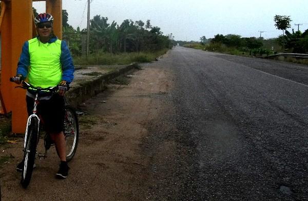 Cicloturista ruta con lluvia autopista Reforma Dos Bocas a Comalcalco y Paraiso, Tabasco 2018,