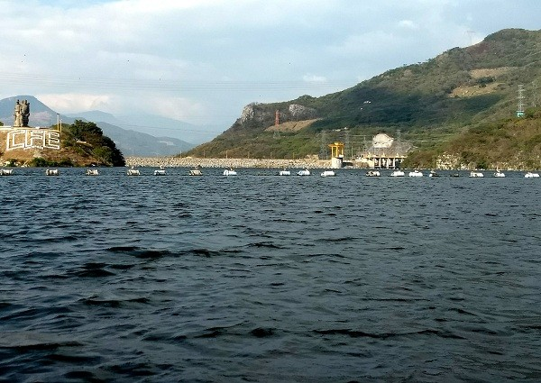Presa Chicoasén del Río Grijalva, produce electricidad para el centro de México y de Centro América. Chiapa de Corzo, Chiapas