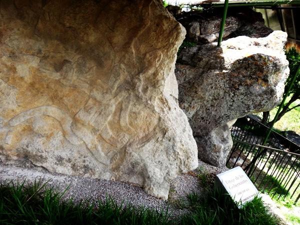Chalcatzingo bajo relieve denominado Linaje  de los Gobernantes. Zona Arqueológica, Jantetelco, Estado de Morelos. Senderismo México