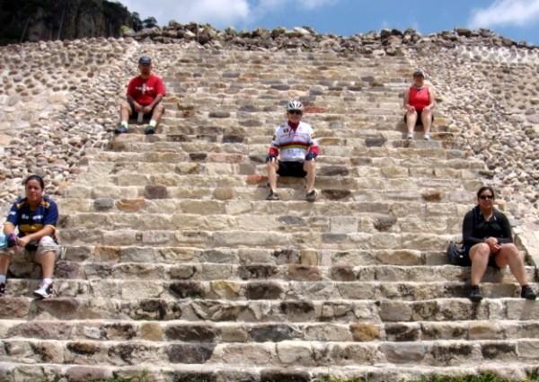 Chalcatzingo escalinata de la pirámide y senderiismo arqueológico. Municipio Jantetelco Estado de Morelos México