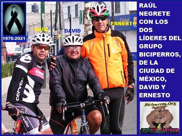 Raúl Negrete ´El Pollo´ con los dos líderes del Grupo Biciperros CDMX