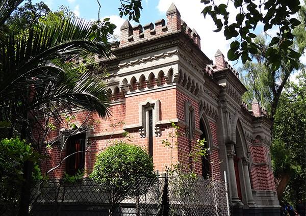 Antigua Casa de los Espejos, Bosque de Chapultepec Alcaldía Miguel Hidalgo CDMX. Senderismo urbano