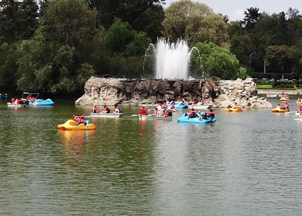 Fuente del Lago de Chapultepec 1a, sección, senderismoo urbano. Alcaldía Miguel Hidalgo CDMX