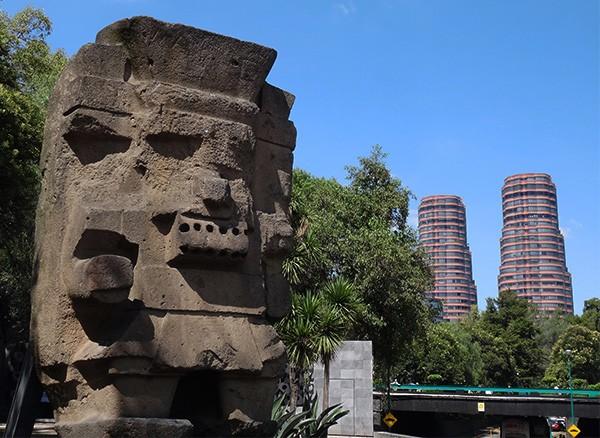 Tlaloc ''Dios de la LLuvia'', Paseo de la Reforma, Museo Nacional de Antropología CDMX. Senderismo Urbano